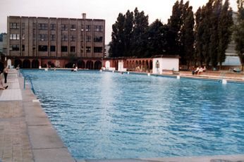 Highfields Lido looking northwards.  In 1981, when the photograph was taken, the building lying just beyond the lido used to house the University's Geology Department but now provides a base for the Psychology Department.  Photograph courtesy of Chris Noble.